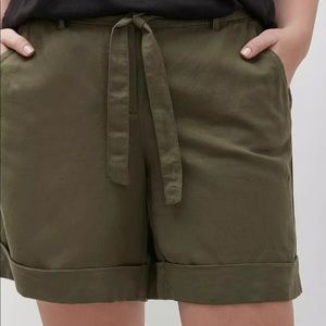 {Layne Bryant} linen blend tie front shorts NWT